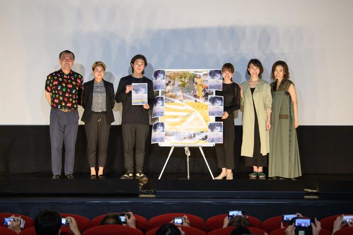 (左から)舞台挨拶に参加した松崎まこと(映画活動家/放送作家)、亀山睦実監督、工藤孝生、夏目志乃、大石菊華、山本真由美