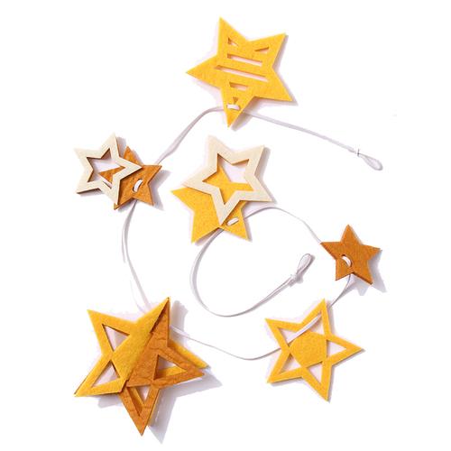「フェルトガーランド Star Flake」価格:230円/サイズ:70cm×0.6cm×10cm/どんな部屋にも合うスタンダードな星ガーランド。
