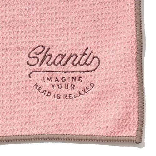 「ヨガラグ Shanti」ヨガマットに重ねて使用するなど、たくさん汗をかくトレーニングをより衛生的に快適にしてくれるワッフル素材のラグです。