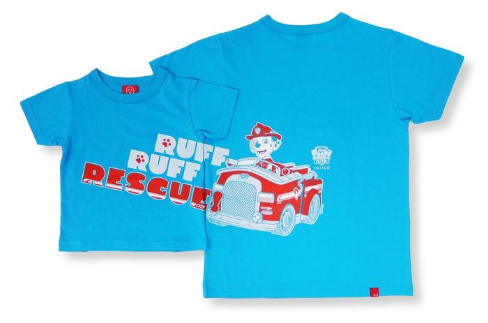 「RUFF‐RUFF RESCUE!」のタイポグラフィとファイヤートラック(消防車)を操る「マーシャル」が フロントからバックにかけてつながるデザインです。
