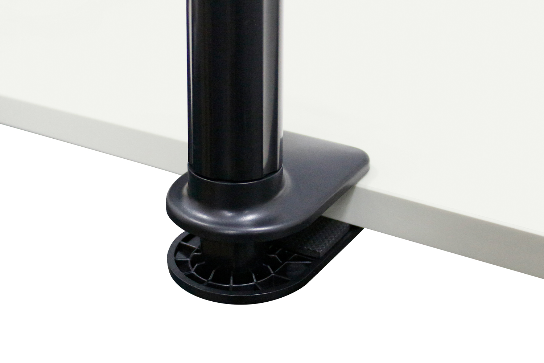 厚さ8cmまでの机などにクランプできます