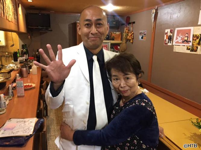 「帰省なう あれから…」左から長谷川雅紀、母(C)HTB