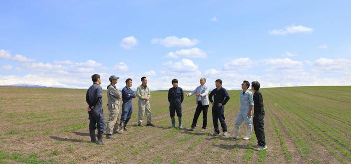 株式会社東神楽アグリラボ設立時に撮影した農家との写真