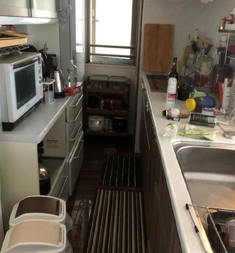 大阪北部地震後の著者宅のキッチン