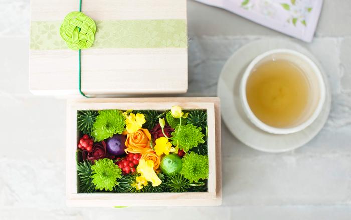 JAしみずアンテナショップきらり共同開発、静岡県 清水の花のみをミニ茶箱に詰め込んだ、日本茶(桜の香りのするこまち)ギフト