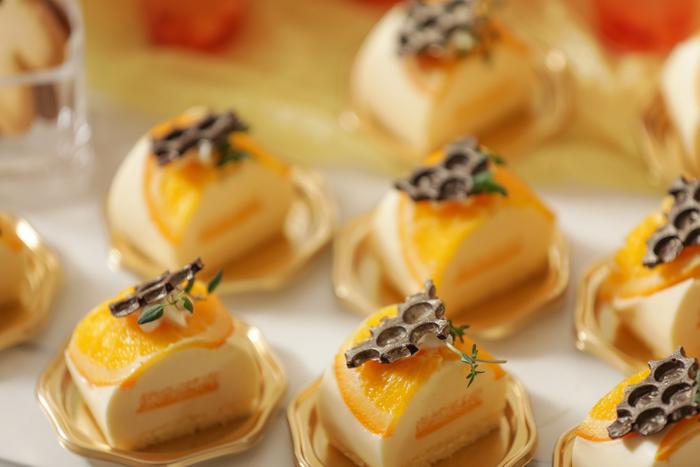 フレオランジュ:オレンジのシロップ漬けの輪切りを使用し、酸味あるケーキ