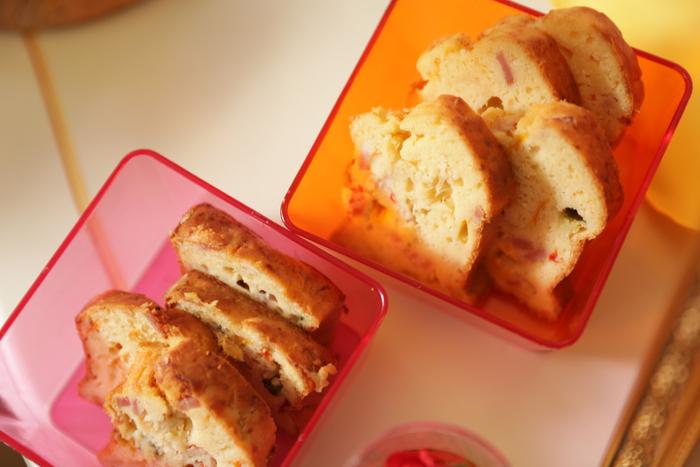 オニオンケイクサレ:フライドオニオンが入った塩気のあるパウンドケーキ