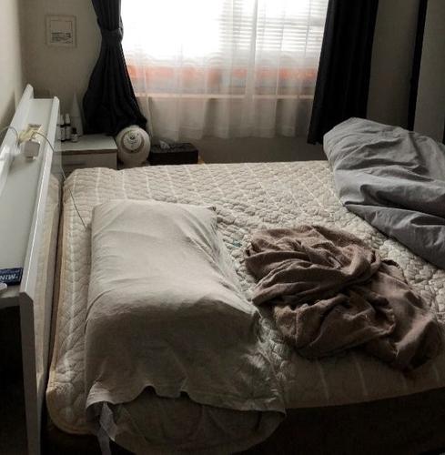 大阪北部地震後の著者宅の寝室