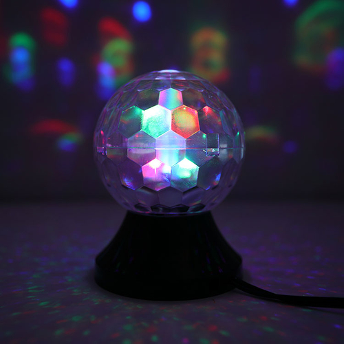「LED ミラーボール」カラフルに点灯しながら回り、部屋をにぎやかに照らすライト。
