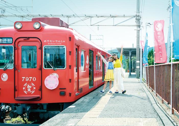 【屋外・交通広告部門】南海電気鉄道株式会社:世界初!?で超めでたい!電車の夫婦にこどもが誕生
