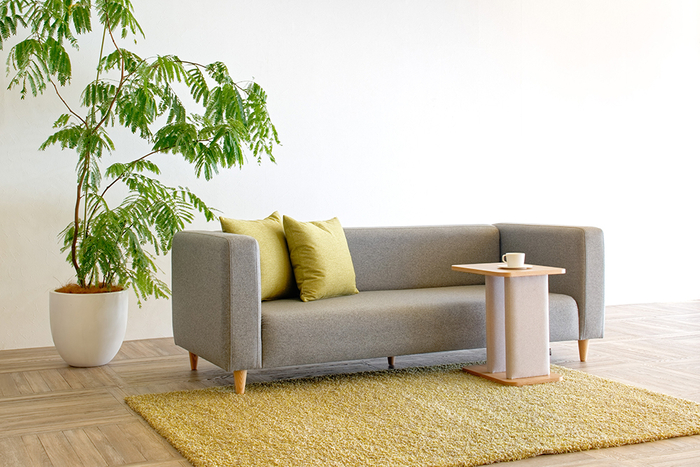Sofa FLORIA [3P] :¥213,400  Table FABRE [Side Table Oak] :¥54,340  Rug SEMI-FREEZESHAGGY [Mix 140×200cm] :¥117,040