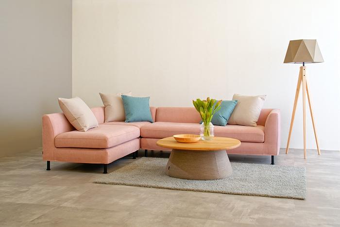 Sofa MOLLE [Corner Set] :¥582,450  Table REMORA [Low Table L Fabric/Oak] : ¥169,180   Floor Lamp AW-0572 :¥45,980  Rug SEMI-FREEZESHAGGY [140×200cm] :¥117,040