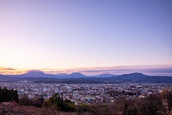 長野県中野市は周囲を美しい山々に囲まれ豊かな自然にあふれるまちです