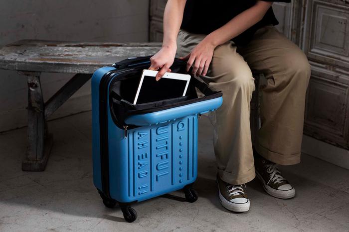 「スーツケース ノートパソコン収納ポケット付き」