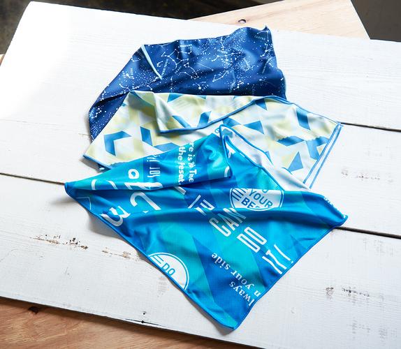 「クールタオル各種」サイズ:各W80×H30cm/水に濡らして絞るだけで、暑い夏でもひんやり。風に当てて振ると冷たさが戻るので、繰り返し使用できます。