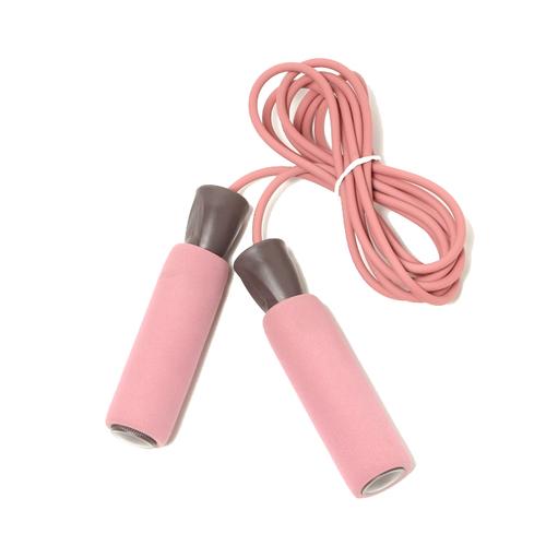 「ジャンプロープ」価格:290円/気軽にトレーニングをはじめられる縄跳び。グリップが柔らかいので握りやすいです。長さ調節可。