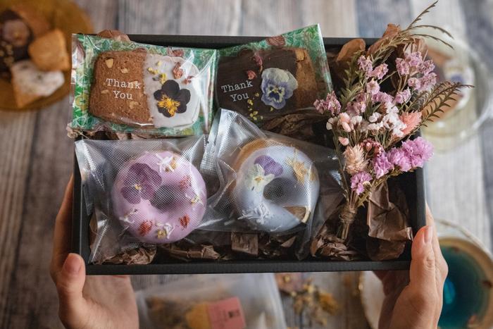 ・「お花のクッキー 母の日ギフトBOX mini」 ¥3100(税込)