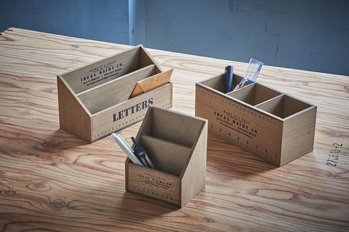 「デスクオーガナイザー各種」散らばりがちなデスク上の小物をまとめられる木製ボックスです。