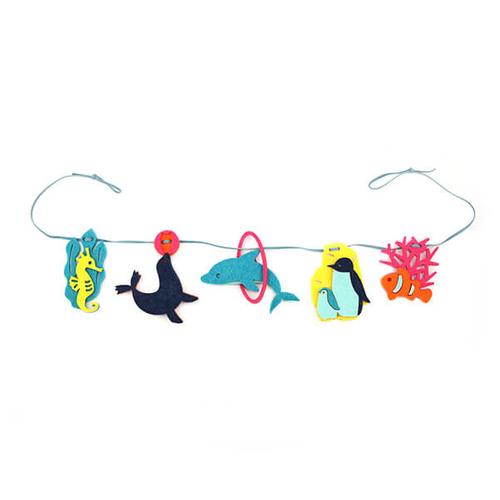 「フェルトガーランド Aquarium」価格:319円/サイズ:W70×D1×H10cm