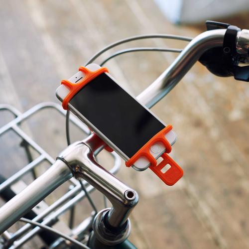 「スマートフォンホルダー」価格:590円/適応サイズ:約幅58~76×高さ123~151×厚さ7~9mm