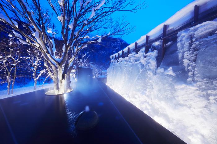 館内の露天風呂「氷瀑の湯」(2月中旬頃撮影)