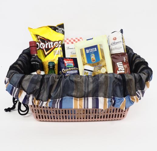 レジかごいっぱいの食料も紐を締めるだけで包める!