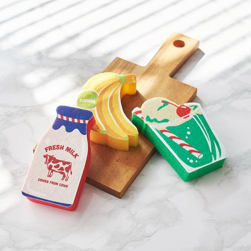 左「キッチンスポンジ MilkBottle」中央「キッチンスポンジ Banana」右「キッチンスポンジ MelonFloat」