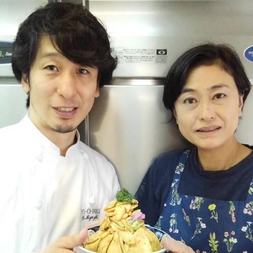 継承する宮崎さん(左)とよね家の女将米山さん(右)