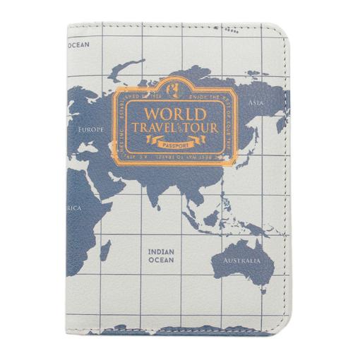 「パスポートカバー(スキミング防止機能付き)」価格:590円
