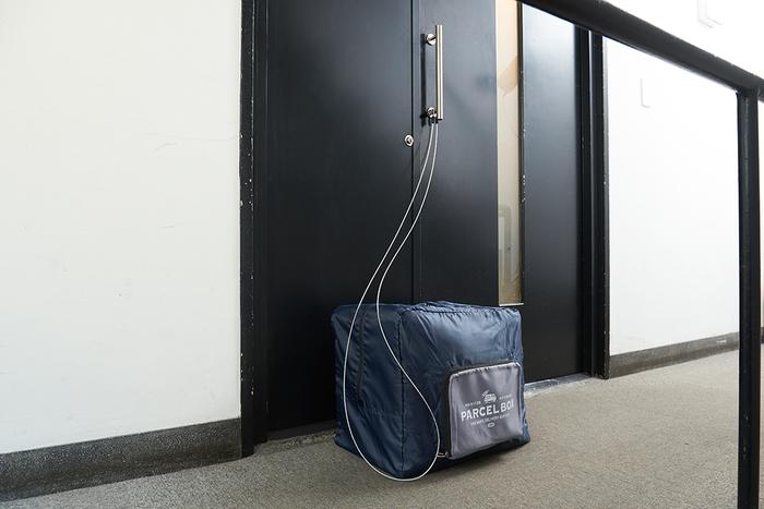 「折りたたみ宅配バッグ」価格:980円/サイズ:W45×H40×D30cm(約54L)(折り畳みサイズ:W25×H20×D2.5cm)/不在時の荷物の受け取りなどに使用できる宅配バッグ。コンパクトに折りたためるので、不使用時での収納にも困りません!