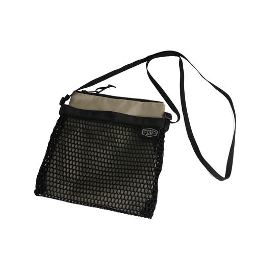 「ミニ ショルダーバッグ Mesh」価格:890円/内側のポーチは取り外しが可能な、メッシュ素材のショルダーバッグ。