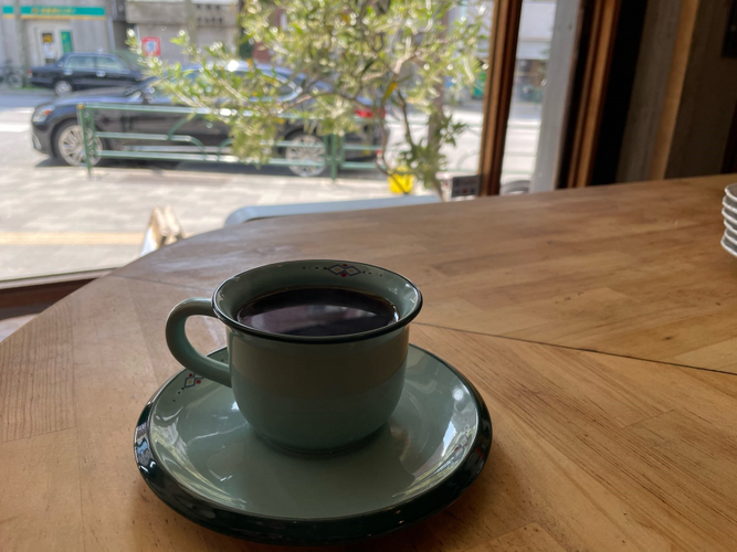 エチオピア ハルスケーの ハンドドリップコーヒー (軽い酸味がベリーっぽい感じ。レモン系が多いエチオピアの豆の中では珍しいタイプ)