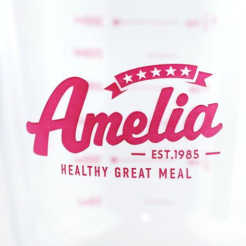 「計量カップ 300ml Amelia」赤いワンポイントロゴがポイントです。