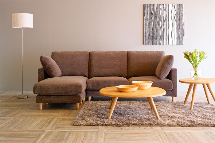 Sofa JUAN [Couch] :¥511,170  Table REMORA [Low Table L/M Wood/Oak] : ¥174,020/¥113,520   Rug ECRU [140×200cm] : ¥132,440   Floor Lamp LED FOSCHIA : ¥71,500