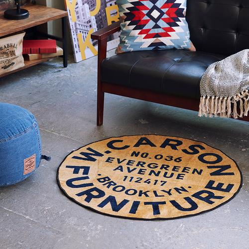 「ラウンドラグ Brooklyn」ブルックリンの架空の家具屋をイメージしたデザインとなっています。