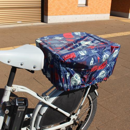 「リヤバスケットカバー Logo」価格:590円/適応カゴサイズ:幅44×奥行37×高さ23cm以下/自転車用後ろカゴカバー。カゴをすっぽり覆えるので防犯対策にも。荷物の取り出しに便利なファスナー付き。※Pattern柄もあります。