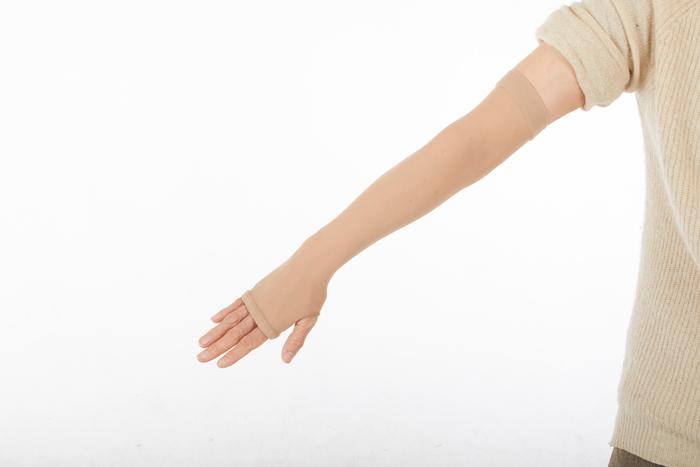 手の甲までしっかりカバーできます。