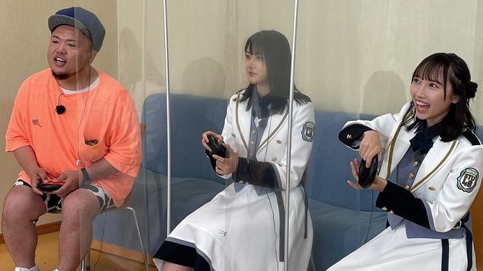 左から:HIPPY、STU48瀧野由美子・薮下楓