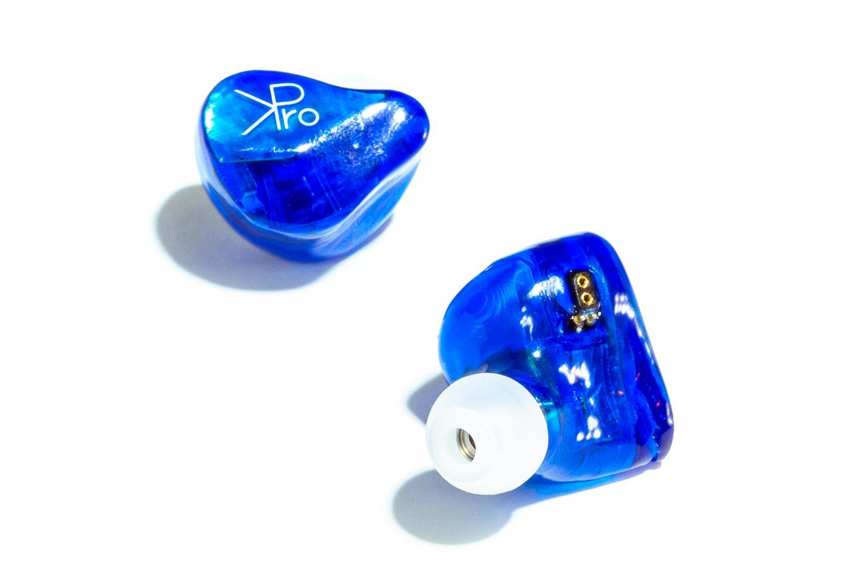 ハウジングの製造に3Dプリンターを用いることで、カスタムIEMのような特別感を醸しています