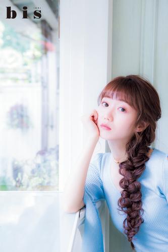 アイドルグループ「=LOVE(イコールラブ)」メンバーの大谷映美里さん  ( 写真・光文社『bis』提供 )