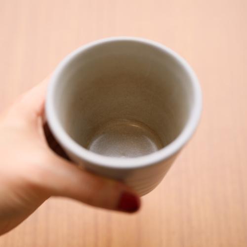 【ステップ①】コップにこびりついた茶渋。ここは長男ジューソーの出番!